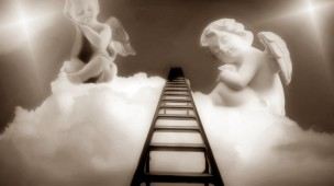 dois anjos sentados em nuvens e escada subindo para o céu