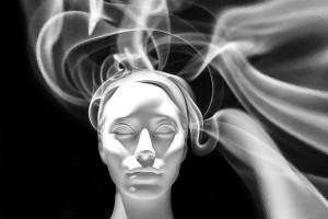 energias em forma de uma luz esfumaçante que envolvem o desenho de uma cabeça