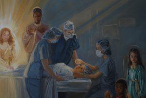 mulher na sala de operação e seus mentores e anjos presentes
