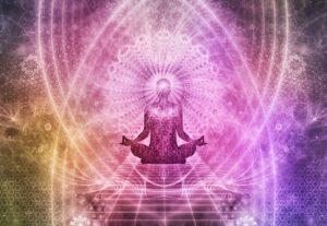 figura sentada em posição de meditação