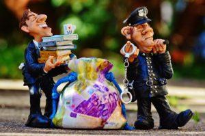 bonecos retratando um caso de corrupção